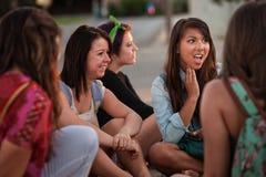 Mujer joven Disgusted con los amigos Foto de archivo libre de regalías
