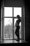 Mujer joven embarazada feliz que espera a un niño Fotografía de archivo libre de regalías