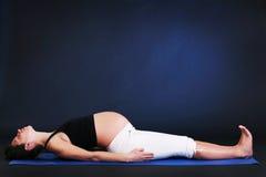 Mujer joven embarazada hermosa Imagen de archivo