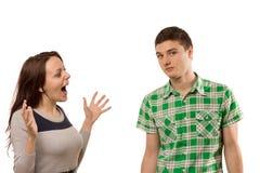 Mujer joven emocionada que gesticula en su novio Imagen de archivo libre de regalías