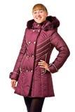 Mujer joven en abrigo de pieles del invierno Imagen de archivo