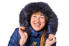 Mujer joven en abrigo de pieles del invierno Foto de archivo libre de regalías