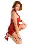 Mujer joven en alineada roja corta Imagen de archivo libre de regalías