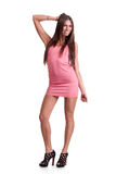 Mujer joven en alineada rosada Fotos de archivo