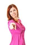 Mujer joven en alineada rosada que señala un dedo en usted Imagen de archivo