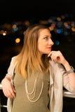 Mujer joven en Balkony Imágenes de archivo libres de regalías