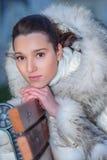 Mujer joven en banco Imagenes de archivo