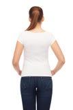 Mujer joven en camiseta blanca en blanco Fotos de archivo