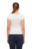 Mujer joven en camiseta blanca en blanco Imagenes de archivo