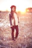 Mujer joven en chaleco de la piel Imagen de archivo