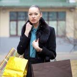 Mujer joven en día de invierno fotos de archivo libres de regalías