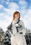Mujer joven en dungarees del esquí imágenes de archivo libres de regalías