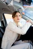 Mujer joven en el coche Fotos de archivo libres de regalías