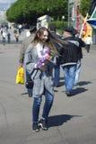 Mujer joven en el día de la celebración del guardia fronterizo en Moscú Imagen de archivo