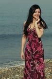 Mujer joven en el mar en verano Imágenes de archivo libres de regalías