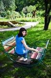 Mujer joven en el oscilación Imagenes de archivo