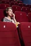 Mujer joven en el pasillo del cine Imagen de archivo libre de regalías
