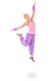 Mujer joven en el salto rosado del vestido Foto de archivo