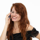 Mujer joven en el teléfono móvil imagen de archivo