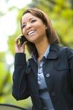 Mujer joven en el teléfono celular Foto de archivo libre de regalías
