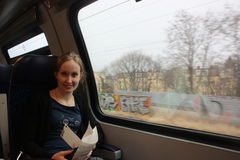 Mujer joven en el tren Fotos de archivo