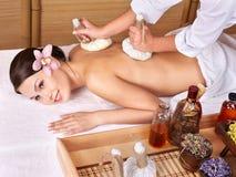 Mujer joven en el vector del masaje en balneario de la belleza. fotografía de archivo libre de regalías