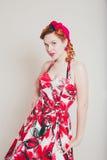 Mujer joven en estilo retro Fotografía de archivo libre de regalías