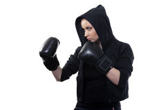 Mujer joven en guantes de boxeo en un fondo blanco Fotos de archivo libres de regalías