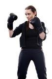 Mujer joven en guantes de boxeo en un fondo blanco Foto de archivo libre de regalías
