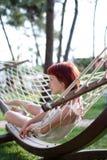 Mujer joven en hamaca Imagen de archivo libre de regalías