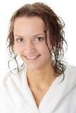 Mujer joven en la bañera blanca Imagen de archivo libre de regalías