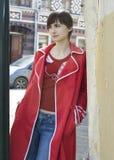 Mujer joven en la calle de Moscú Fotografía de archivo