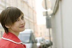 Mujer joven en la calle de Moscú Foto de archivo libre de regalías