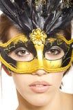 Mujer joven en la máscara veneciana Fotos de archivo