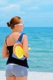 Mujer joven en la playa tropical Foto de archivo libre de regalías