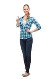 Mujer joven en la ropa casual que muestra los pulgares para arriba Imagenes de archivo