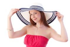 Mujer joven en la sonrisa elegante del sombrero Imagen de archivo libre de regalías