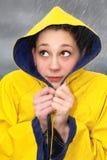 Mujer joven en lluvia Foto de archivo libre de regalías