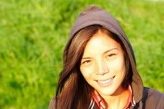 Mujer joven en luz caliente de la tarde Imagen de archivo