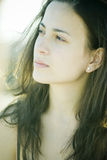 Mujer joven en luz suave Fotos de archivo