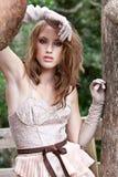 Mujer joven en maneras de las costuras de Haute Foto de archivo libre de regalías