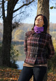 Mujer joven en otoño Fotografía de archivo