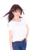 Mujer joven en pantalones vaqueros y camiseta Fotos de archivo libres de regalías