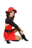 Mujer joven en ropa negra y roja Fotos de archivo libres de regalías