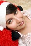Mujer joven en sombrero rojo Fotos de archivo libres de regalías