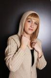 Mujer joven en suéter Imagen de archivo libre de regalías