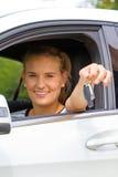 Mujer joven en su nuevo coche Fotografía de archivo libre de regalías
