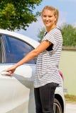 Mujer joven en su nuevo coche Imagen de archivo libre de regalías
