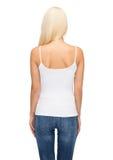 Mujer joven en top sin mangas blanco en blanco Fotografía de archivo