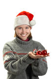 Mujer joven en un casquillo de Papá Noel Fotos de archivo
